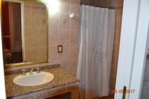 A bathroom at Hotel Victoria