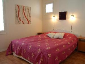 A bed or beds in a room at Holiday Home Hintrekki
