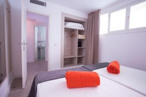Säng eller sängar i ett rum på BH Mallorca Apartments