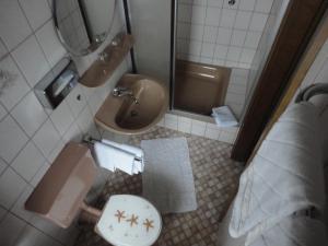 Ein Badezimmer in der Unterkunft Haus Volkesbach