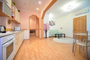 Кухня или мини-кухня в Пять Звёзд на Ленина 49