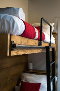 A bunk bed or bunk beds in a room at BnB 1504