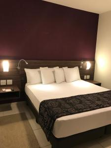 A bed or beds in a room at Red Roof Inn Dutra