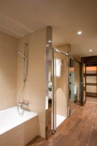 Un baño de Hotel Val de Neu G.L.