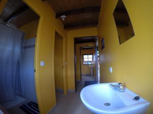Um banheiro em PainaPaopao Backpacker