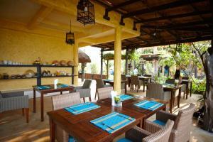 A restaurant or other place to eat at Vacation Village Phra Nang Lanta - SHA Plus