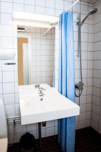 A bathroom at Park Hotel Rjukan