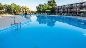 The swimming pool at or close to Red Lion Hotel Harrisburg Hershey