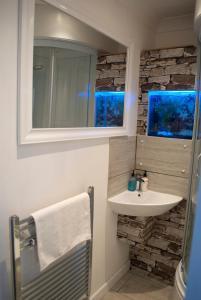 A bathroom at Richmond House