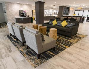 The lobby or reception area at Wingate by Wyndham Dallas Love Field