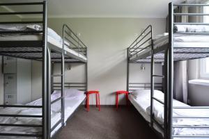 Poschodová posteľ alebo postele v izbe v ubytovaní NH Hostel - TBN House