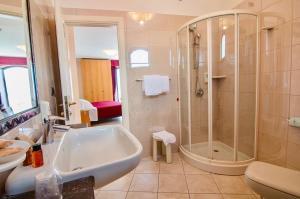 A bathroom at Bajamar Beach Hotel