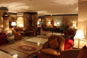 O lounge ou bar de Abha Crown Hotel