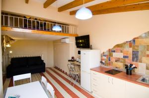 A kitchen or kitchenette at Seanema Old Town