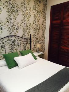 A bed or beds in a room at Apartamentos turísticos La Flor
