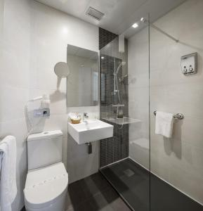 A bathroom at Hotel Yoldi