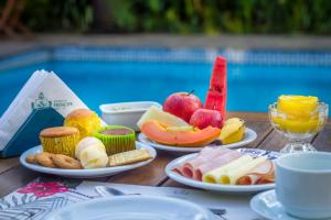Breakfast options available to guests at Pousada do Príncipe