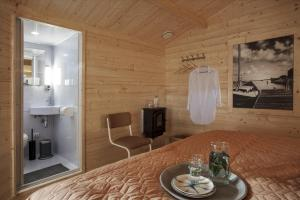 A bathroom at Lodgehotel de Lelie