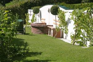 A garden outside Landhotel Neugebauer