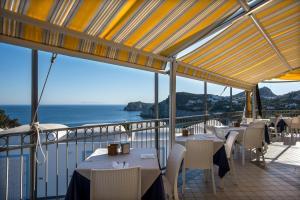 A restaurant or other place to eat at Hotel Villaggio Dei Pescatori