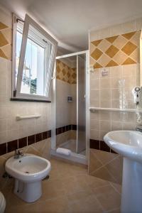 A bathroom at Hotel Villaggio Dei Pescatori
