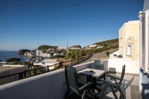 A balcony or terrace at Hotel Villaggio Dei Pescatori