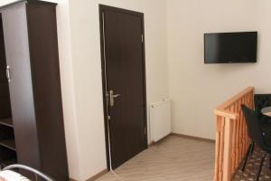 Телевизор и/или развлекательный центр в Guest House on Gia Abesadze Street