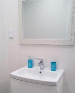 A bathroom at Apartament Ku Morzu II Ustronie Morskie
