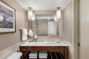 A bathroom at The Westin Toronto Airport