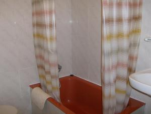 A bathroom at Pensión Monterredondo