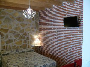 Una televisión o centro de entretenimiento en Abadía del Marqués