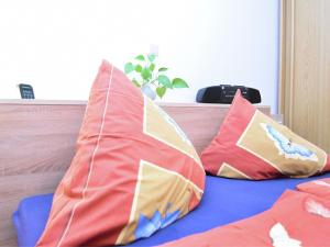 A bed or beds in a room at Cozy Apartment in Oelsnitz with Ore Mountains View