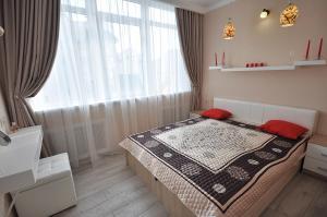 Кровать или кровати в номере Business Apartment Griboyedova 31