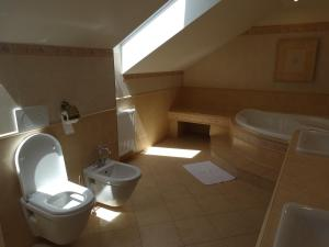 A bathroom at Penzion Poříčí