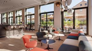 The lounge or bar area at Steigenberger Hotel Stadt Lörrach