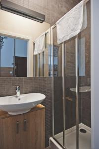 A bathroom at Apartamenty Leszno