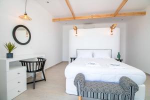 En eller flere senger på et rom på Dimitra Boutique Rooms