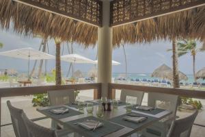 Ресторан / где поесть в Hideaway at Royalton Punta Cana Resort & Spa- Adults Only - All Inclusive