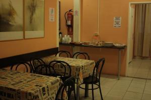 Restaurant ou autre lieu de restauration dans l'établissement Hostal Baires