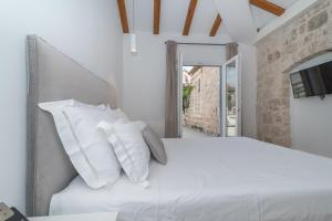 A bed or beds in a room at Bifora Heritage Hotel