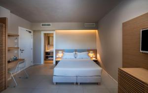 A bed or beds in a room at Domu Simius Hotel&Guest House