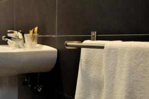 A bathroom at Hostal La Rotonda