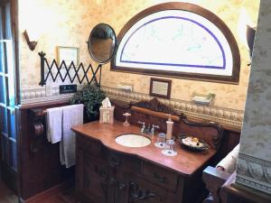 A bathroom at Vinifera, The Inn on Winery Row