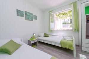 A bed or beds in a room at Apartments with a parking space Buici, Dubrovnik - 12987