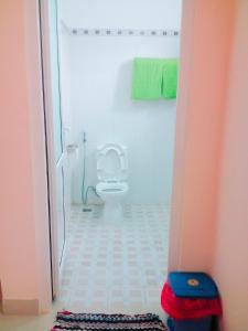 A bathroom at Motel 529