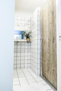 Ein Badezimmer in der Unterkunft Jorplace Beach Hostel