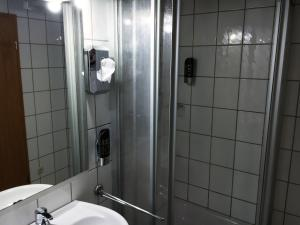 Ein Badezimmer in der Unterkunft Landgasthof Drei Eichen