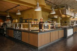 A restaurant or other place to eat at Wunderland Kalkar