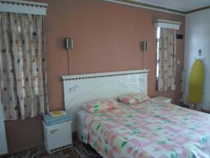A bed or beds in a room at Apartments la Colombe
