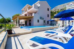 The swimming pool at or close to Apartments Villa Made 4U